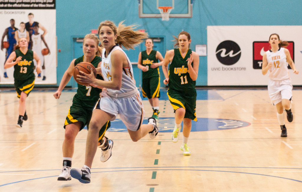 Vike Chelsea McMullen breaks away from a pack of University of Northern B.C. Timberwolves on Feb. 1, 2013. — Hugo Wong (Photo)