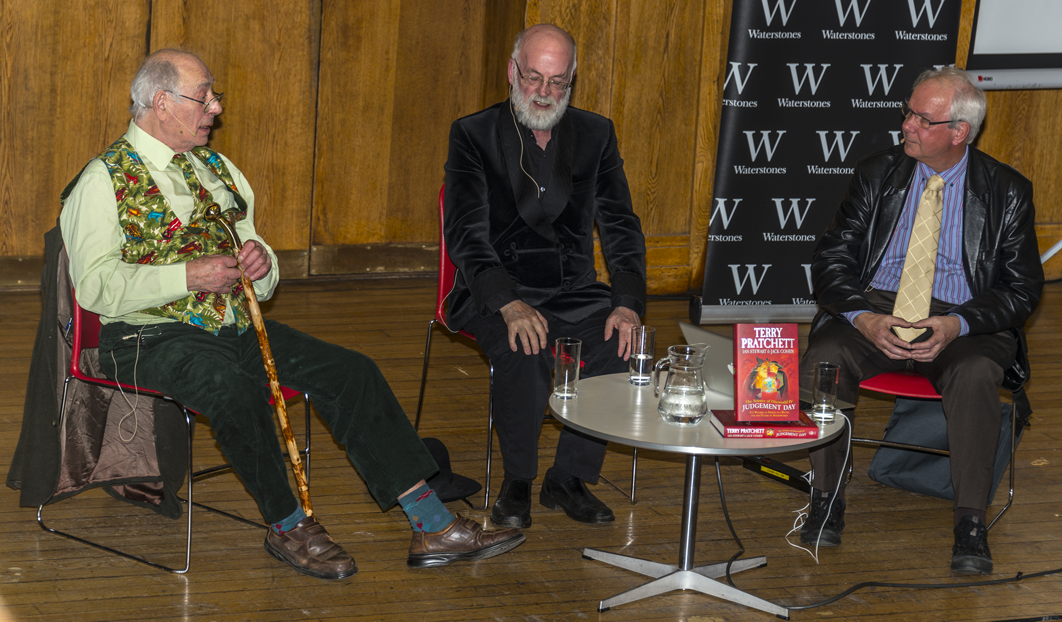 Terry Pratchett (centre) talks about his book Judgment Day. --steeljam via Flickr commons (photo)
