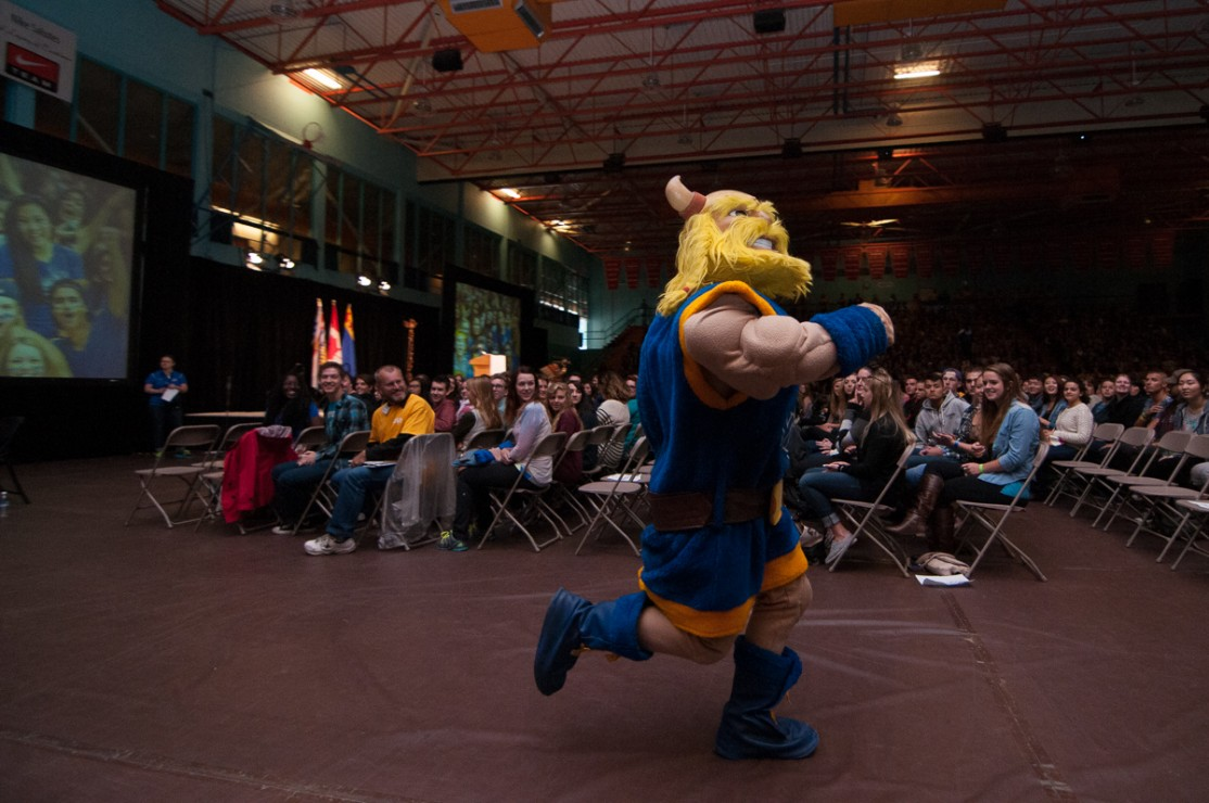 Thunder, the UVic mascot, pumps up the crowd at the end of New Student Welcome.