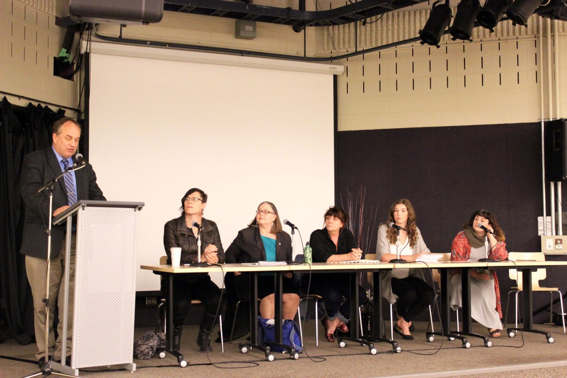 Andrew Weaver (far left) introduces the panelists at the town hall in Vertigo on May 4. (Left to right: Alexa Robin, Karen Wickham, Barbara Allyn, Jean Strong, and Kenya Rogers.) Photo by Myles Sauer
