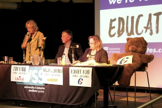 From L to R: Elizabeth May, Tim Kane, Alicia Cormier, and Teddy Bear Proxy were all in attendance for the Saanich-Gulf Islands district debate on Oct. 7. Photo by Sarah Lazin.